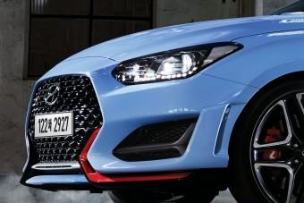 Világító ülés és gondolkodó váltó a Hyundai új sportautójában
