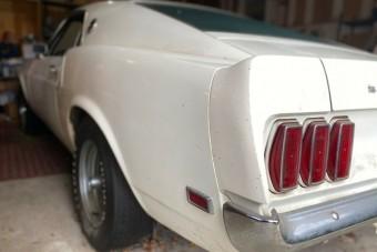 40 évig állt garázsban ez a ritka Ford Mustang