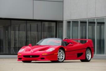 Mindenki ezt az F50-es Ferrarit csodálta