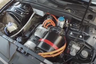 Tesla hajtással bolondították meg ezt az Audi S5-öst