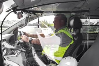Műanyag buborék védheti a vírustól a taxisokat