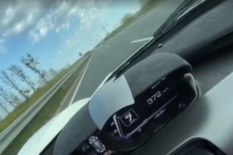 Hacsak nem Németországban csinálta, akkor ez 370 km/órás sebesség elég durva gyorshajtásnak minősül