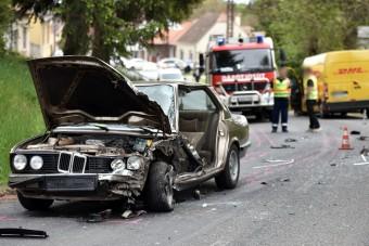 Csúnya baleset egy BMW-vel, a sofőr sérülése ellenére sem pánikolt