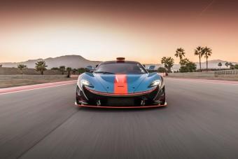 A P1 GTR, ami kiszabadult a versenypályáról
