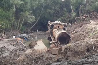 Két komplett mozdonyt találtak egy új-zélandi folyó iszapjában