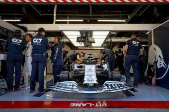 F1: Fifikásan tesztel a kis Red Bull