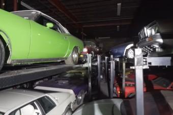 Rengeteg elfeledett autóra bukkantak egy raktárban