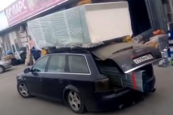 Ha tudna, ordítana az Audi A6-os, amit megpakoltak másfél tonna gipszkartonnal