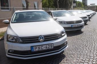Tíz autót kaptak a magyar mentők
