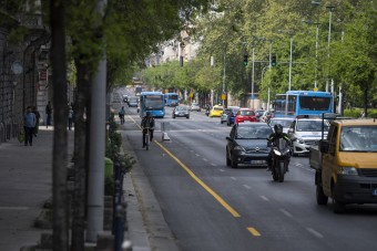 Hétfőtől csak egy sávot használhatnak az autósok a Nagykörúton