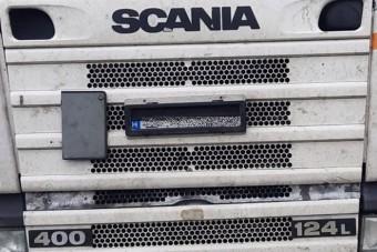 Óriási rendszámtrükköt eszelt ki a csaló magyar kamionos, de a rendőrökkel nem számolt