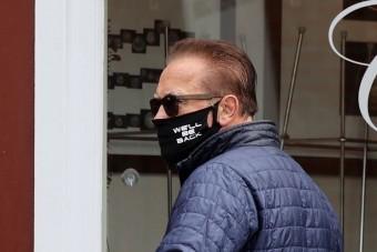 Schwarzenegger maszkját lehetetlen überelni
