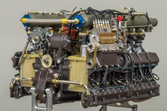 Élmény látni, ahogy darabról darabra épül újra ez a Porsche motor