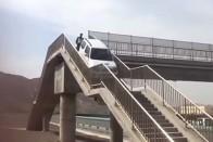 Simán elkezdett visszatolatni az M5-ösre a kamion, videóra vették a megdöbbentő jelenetet 1