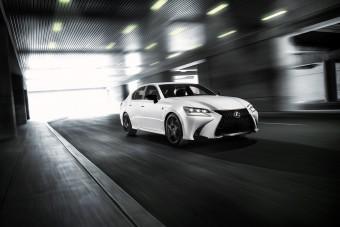 Limitált szériával búcsúzik a Lexus luxusszedánja