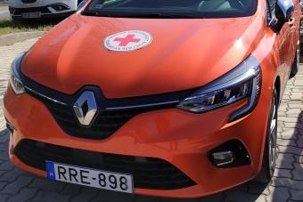 A Renault autókkal segíti a Vöröskeresztet