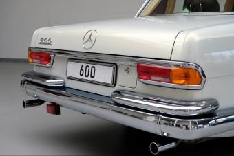 Luxusverdát faragtak ebből a klasszikus Mercedesből