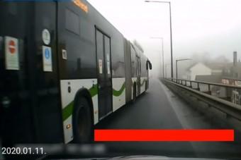 Videó: Nem kímélte a tanulóvezetőt a pofátlan buszos