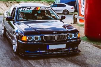 Egy körforgalmon is átugratott már ez a hazai BMW, de végül minden jól alakult