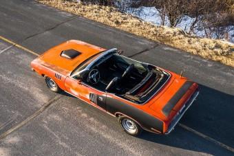 Kopottan is gyönyörű a 35 évig pihenő Plymouth Barracuda kabrió
