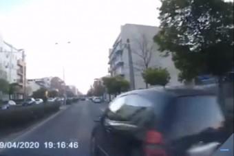 Kamikaze módjára előzött a Merci sofőrje – videó