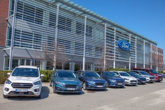 Autókat ajánlott fel a kórházaknak a Ford