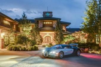 6,3 milliárdért eladó ez az álomház száz autót befogadó garázssal