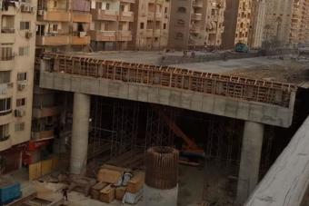 A házaktól pár centire épül autópálya Kairóban