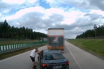Vadnyugati küzdelem folyt az autópályán kamionosok és autós között
