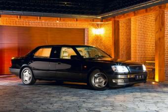A 90-es évek luxusát adja a hosszított Lexus LS400