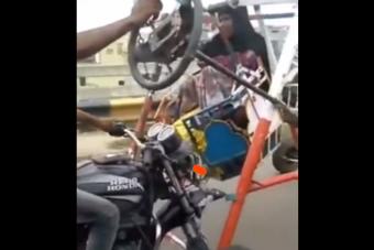 Házilag tákolt mini óriáskerék gurult valahol Indiában