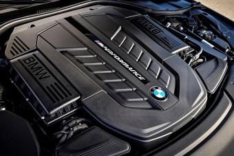 Búcsút inthetünk a 12 hengeres BMW-nek