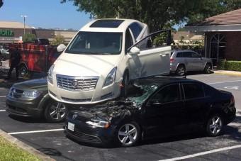 Hihetetlen balesetet okozott az idős sofőr