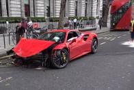 Ennyire könnyű összetörni egy 720 lóerős Ferrarit 1