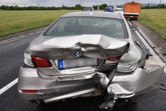 Fél órája vásárolt BMW tört össze a 87-esen