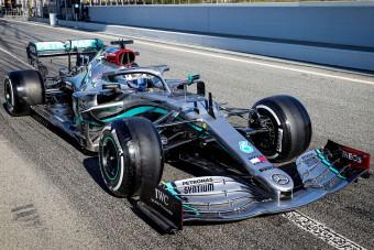F1: Még nincs is szezon, de a Mercedes már pánikol