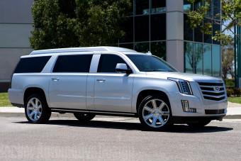 Tom Brady eladja egyik autóját, ami belülről olyan, hogy hűha!