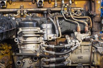 Látványos videón mutatják meg egy kamion motorjának feltámadását
