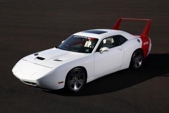 Furcsán egyedi alkotás a Challengerből készült Daytona