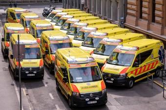 Húsz új autót kaptak a mentők