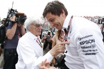 F1: Lopási ügybe keveredett a Mercedes-főnök