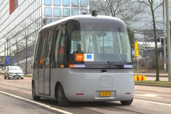 Újabb városokban tesztelik az önvezető minibuszokat