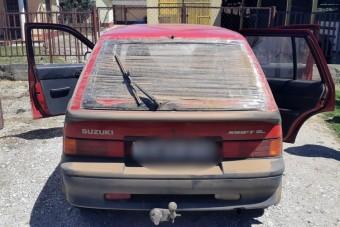 Megállítottak egy autót a rendőrök, nem győzték számolni a szabálytalanságokat