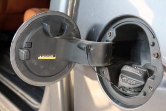 A britek tíz év múlva betiltják a benzines autókat
