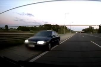 Leállósávon száguldott a tahó magyar autós