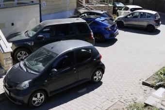 """""""Káosz uralkodik"""" – visszakérik a városok a fizetős parkolást"""