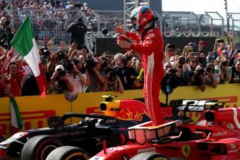 F1-es autót küldött a Ferrari Räikkönennek