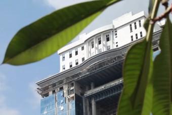 Felhőkarcoló tetejére húzták fel a Fehér Házat, de sosem készült el