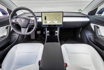 A Tesla egyik legmenőbb funkciója vert át egy gyanútlan autóst