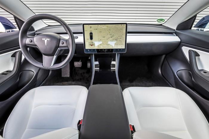 100 ezer Teslát rendelt az egyik nagy autókölcsönző